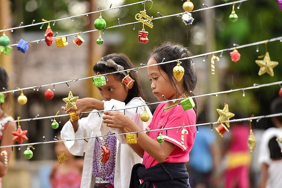 Kids setting up for their first-ever Christmas lighting in Sitio Binaluan