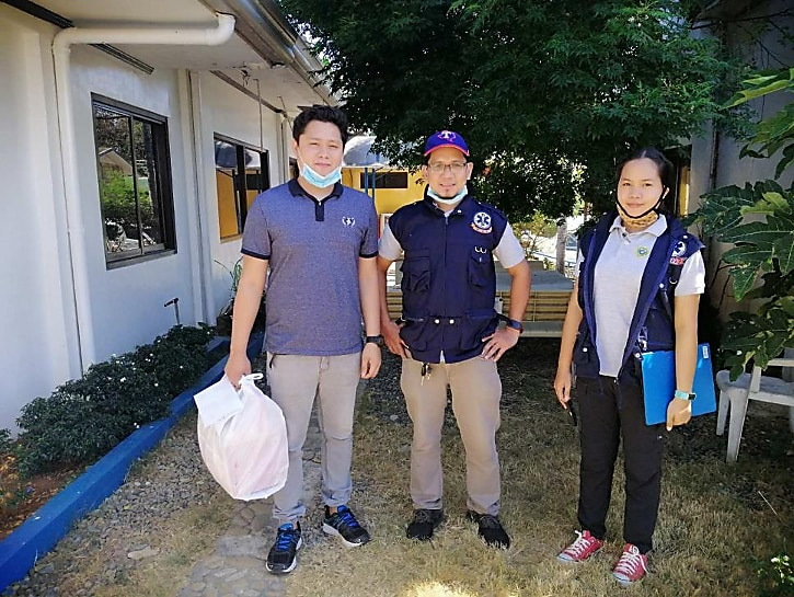 (L-R) Puerto Princesa Inflight Medic Michael Joseph Masabio holds the container swab samples for COVID testing gathered from hospitals all over the Palawan province, with him is PDOHO Disease Surveillance Officers Tirso Lagrosa and Jennifer Lyn Balmonte.