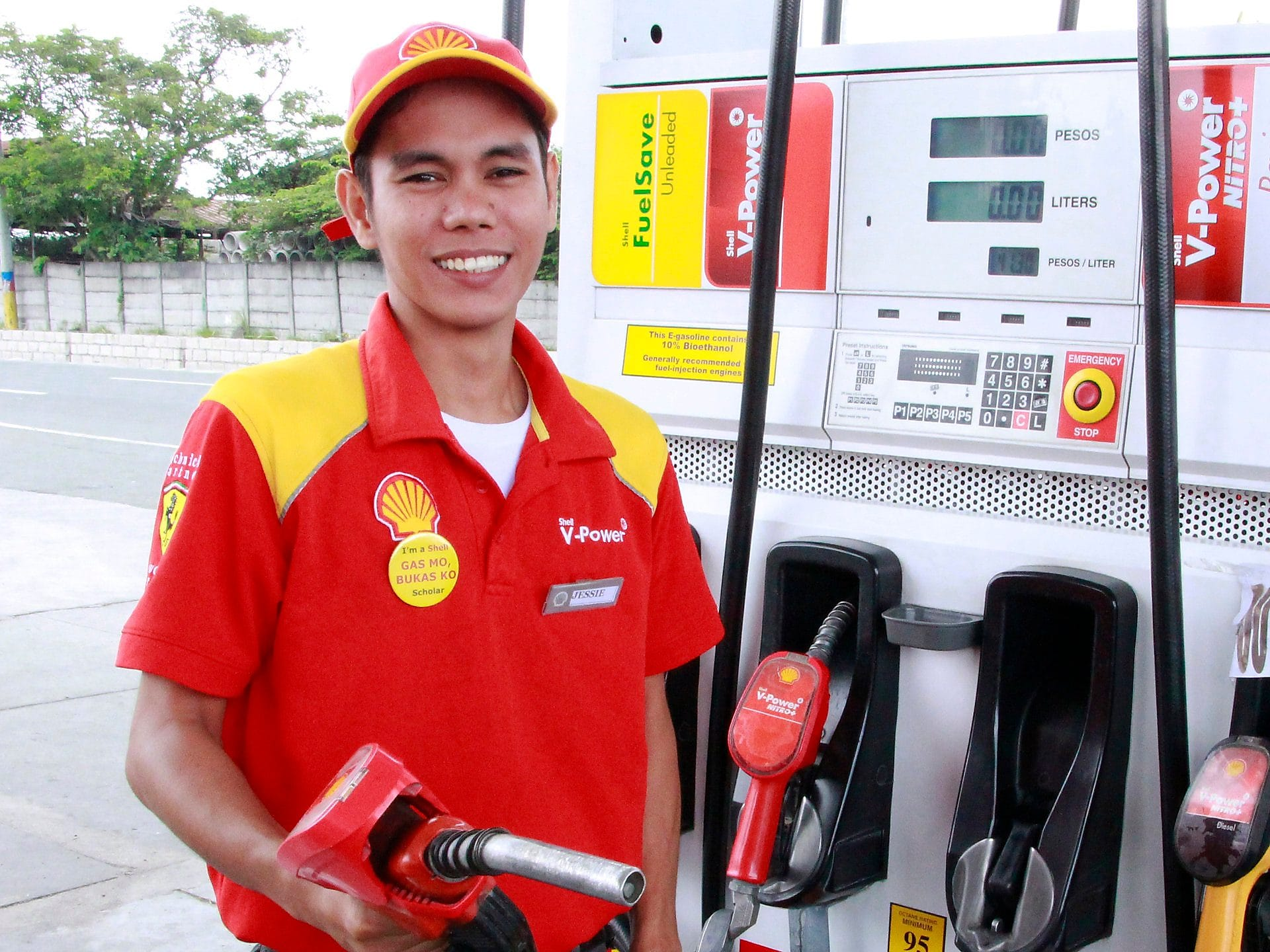 Employee on fuel station